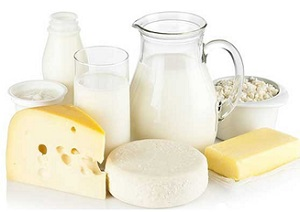 Four Foods to Eat and to Avoid to Fight Acne - Milk