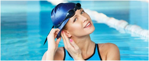 How to protect your hair when going to public pools -fitnesseq.com