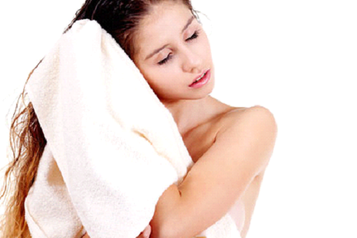 5 habits that cause damage to your hair-Drying your hair with towel