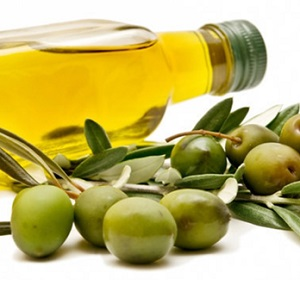 Fitnesseq.com - How to Eliminate Dandruff with Natural Remedies - Olive oil